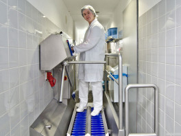 DZW-HDT HYGIENE STATION<br>(SOLE CLEANING & HAND DISINFECTION) 2